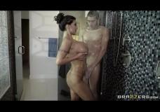 Phang trong nhà tắm sướng gì bằng