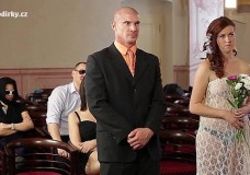 Chú rể đụ nát lồn cô dâu trong ngày cưới
