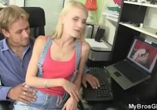Cho bạn gái thằng bạn xem phim sex vlxx
